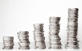 Dôchodcovia pracujúci na dohodu nebudú platiť odvody