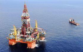 Vysoké zásoby v USA tlačia na ceny ropy