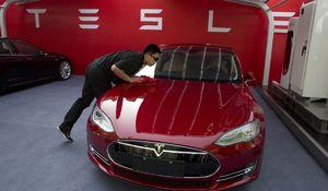 Automobilka Tesla v štvrtom kvartáli skončila v strate