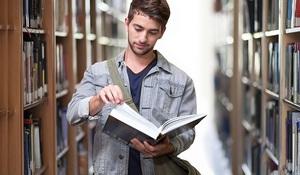 Chcete zamestnať absolventa? Pod 1000 eur ho zrejme nezískate