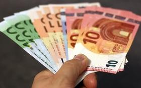 Požičať si od známych nemusí byť vždy najvýhodnejšie riešenie. Oplatí sa viac banková pôžička?