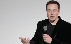 Musk opäť velebí Teslu. Auto bez vodiča z Los Angeles do New Yorku