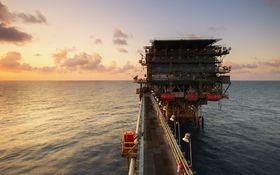 Ceny ropy mierne klesli, cena Brentu sa ale drží nad 55 USD/barel