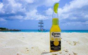 Pivo Corona doplatilo na svoj názov. Hlási najhorší kvartál poslednej dekády