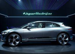 Na snímke na koncept elektrického automobilu Jaguar I-PACE