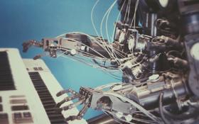 Pracovný trh budúcnosti: Ľudia ruka v ruke s umelou inteligenciou a technológiami